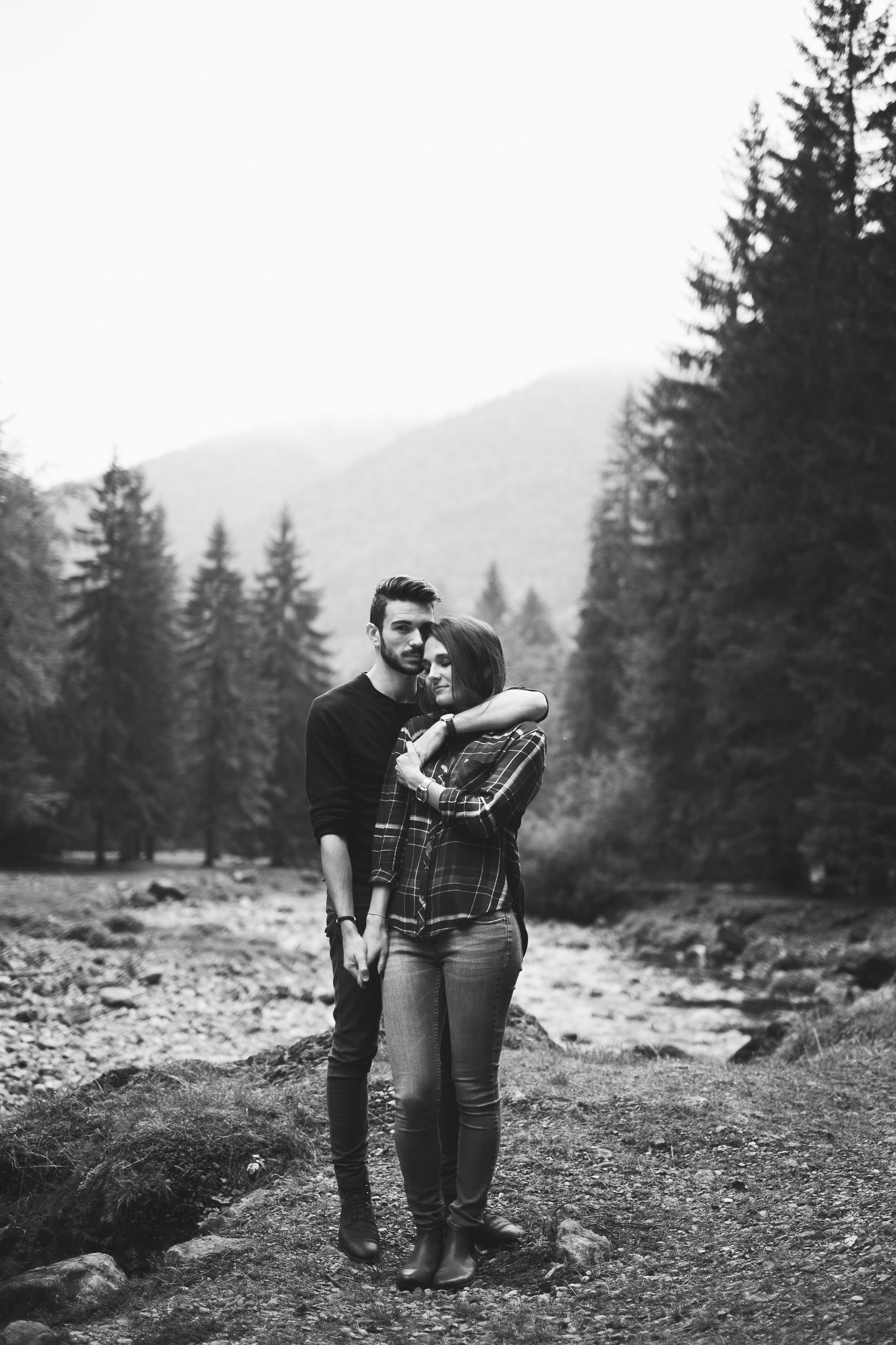 Séance photo de couple en montagne en Chartreuse