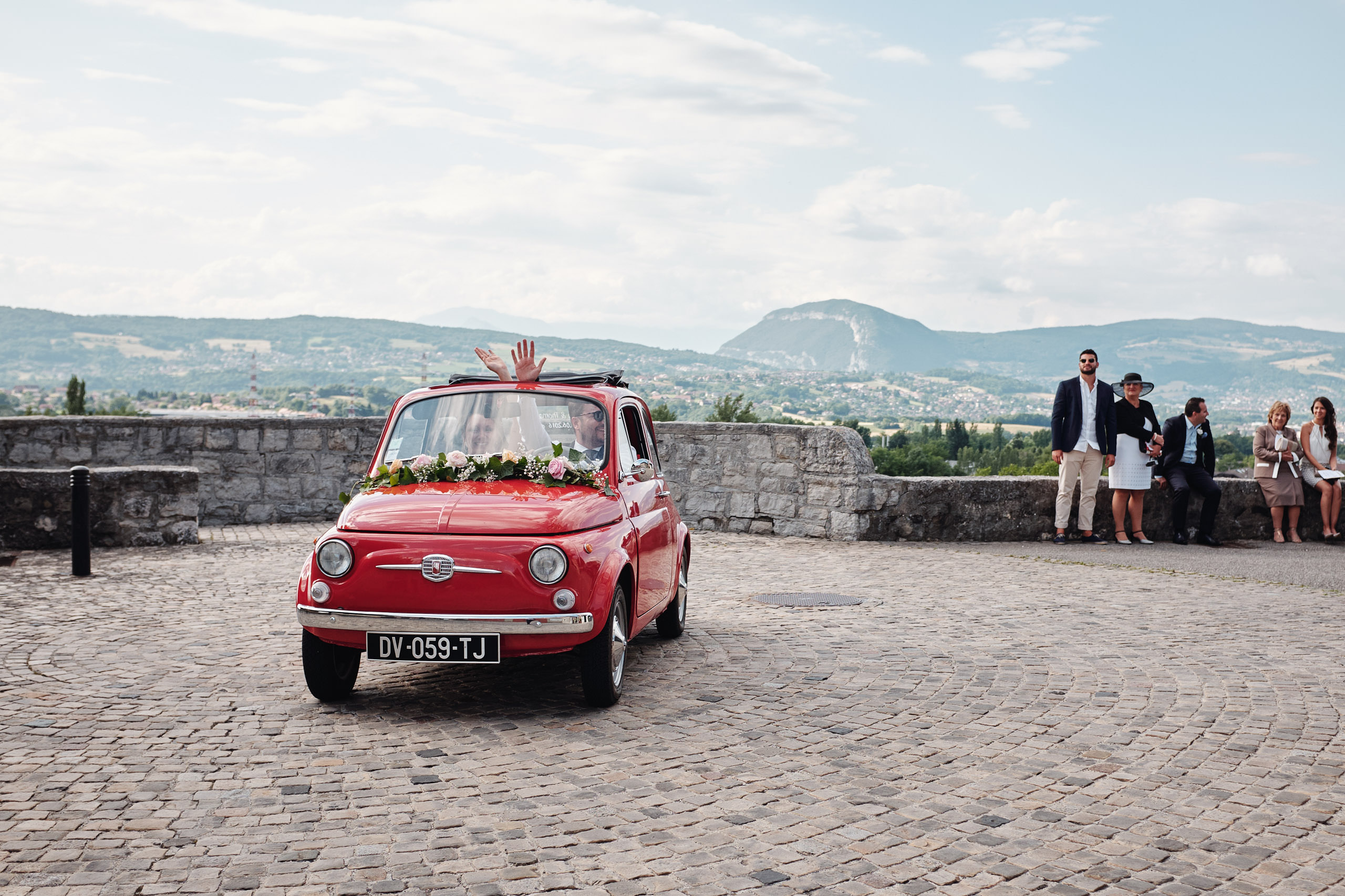 Fiat 500 rouge - Photographe mariage à Annecy