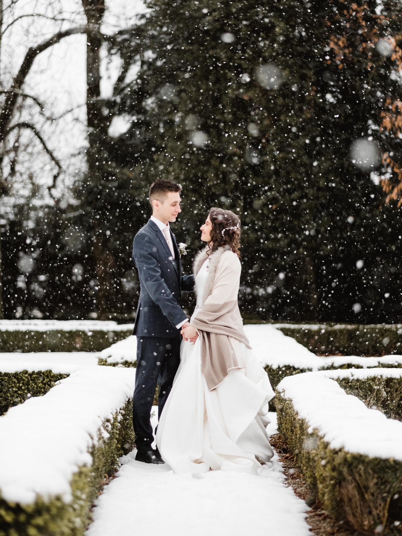 Un mariage sous la neige en hiver au Domaine des Saints Pères