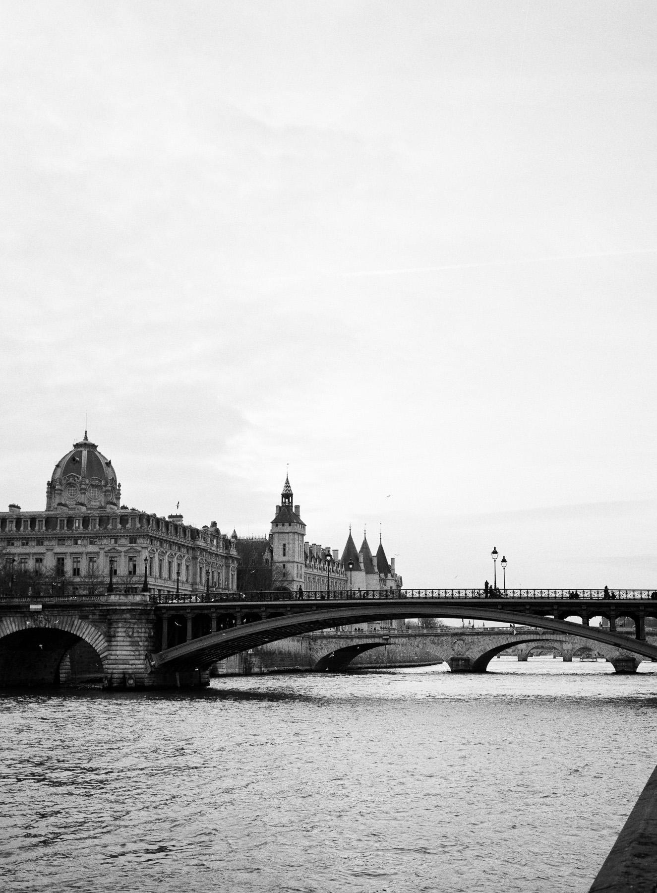 Paris, La Seine, Fujifilm GA 645 + HP5