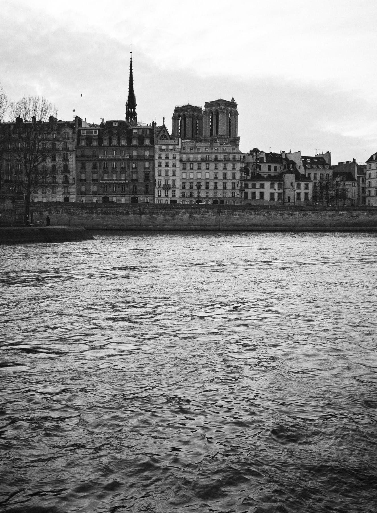 Paris, La Seine, Notre-Dame, Fujifilm GA 645 + HP5