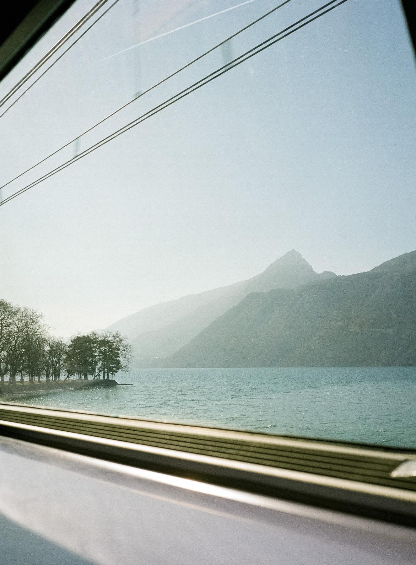 Le lac du Bourget et la Dent du Chat vu depuis le TGV retour